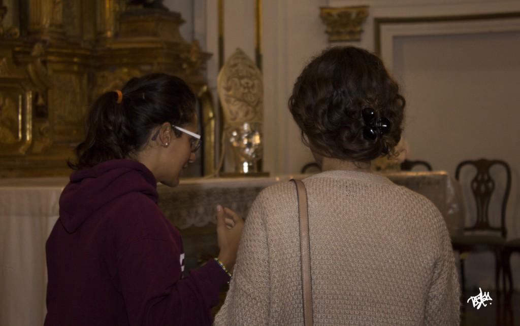 Almudena y Marta espaldas interior jpg
