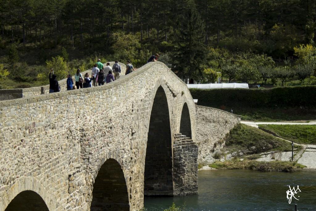 Cruzando el puente de Aoiz