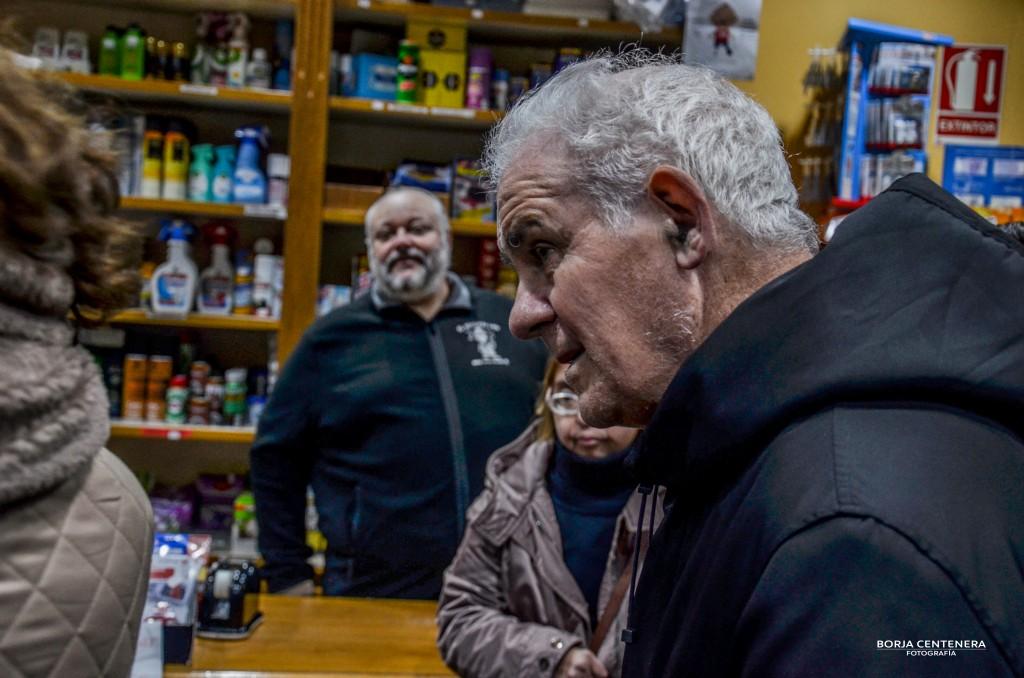 Con Blas en la Droguería Lopez