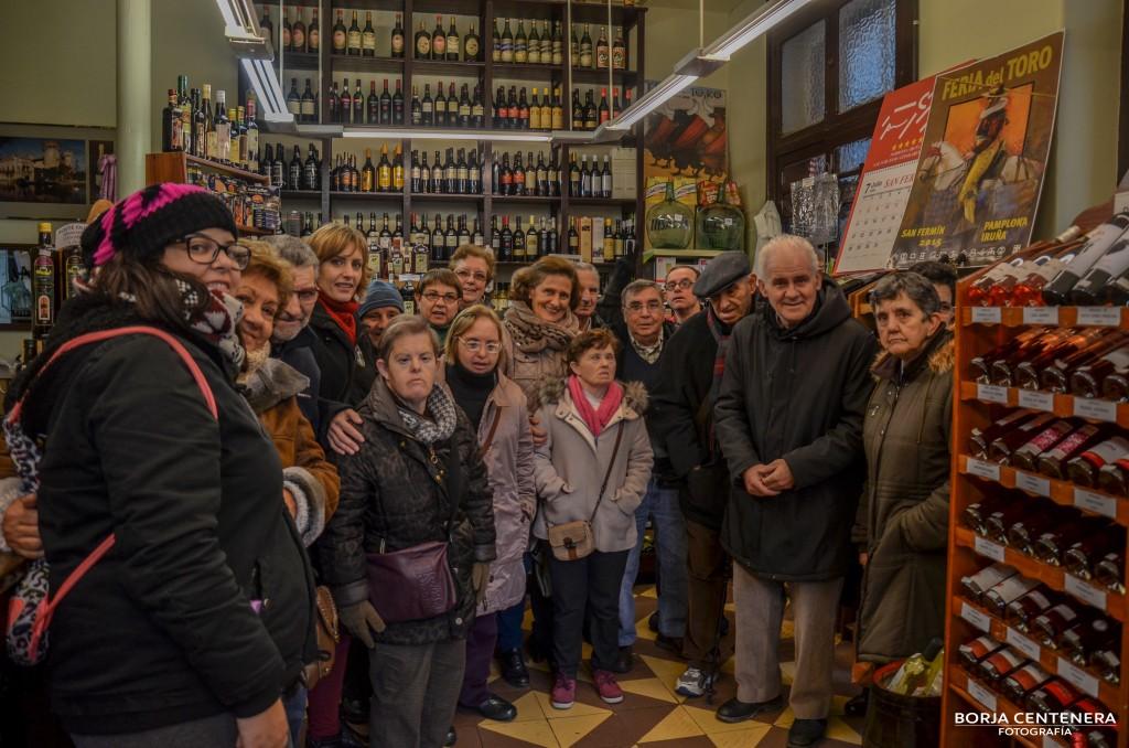 Todos en la tienda de vino