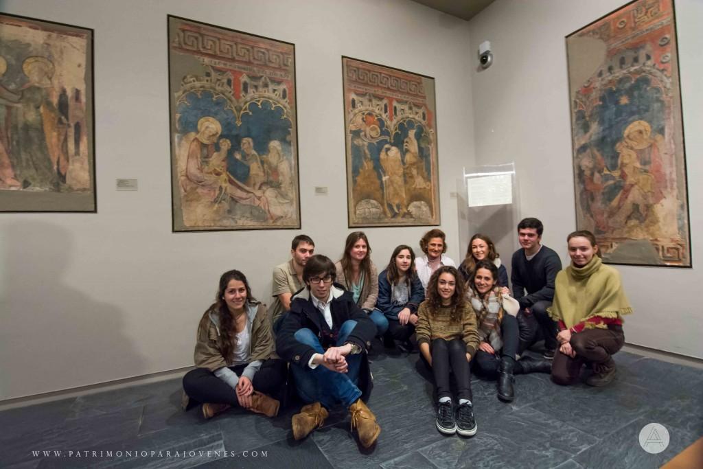 MuseoNavarra-todos sentados de frente