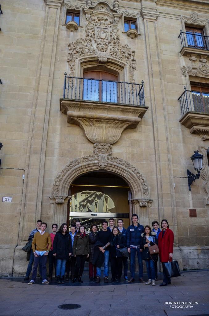 En la puerta del museo