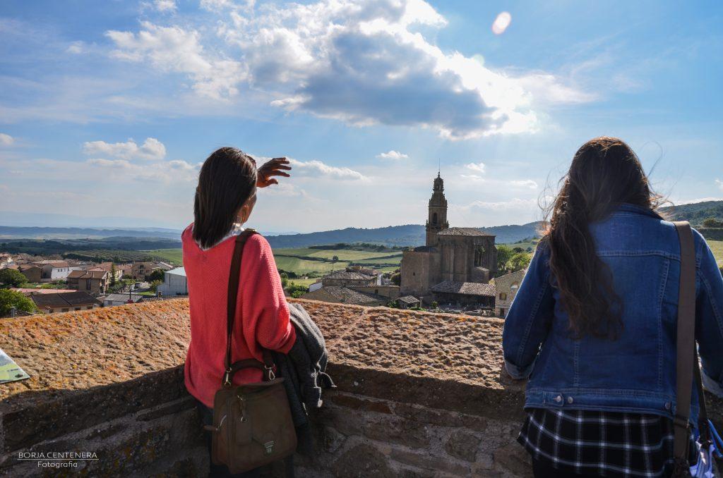 Arellano Rossi y Lucy contemplan el paisaje